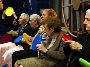 Fotografía en la que se puede ver un grupo de ancianas participando en nuestros programas