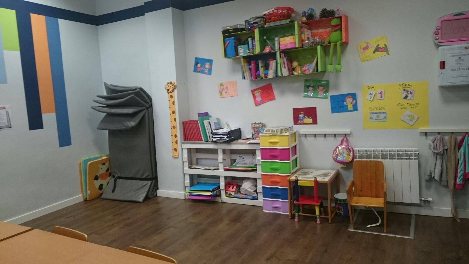 imagen de una habitación de ASVAI decorada para niños