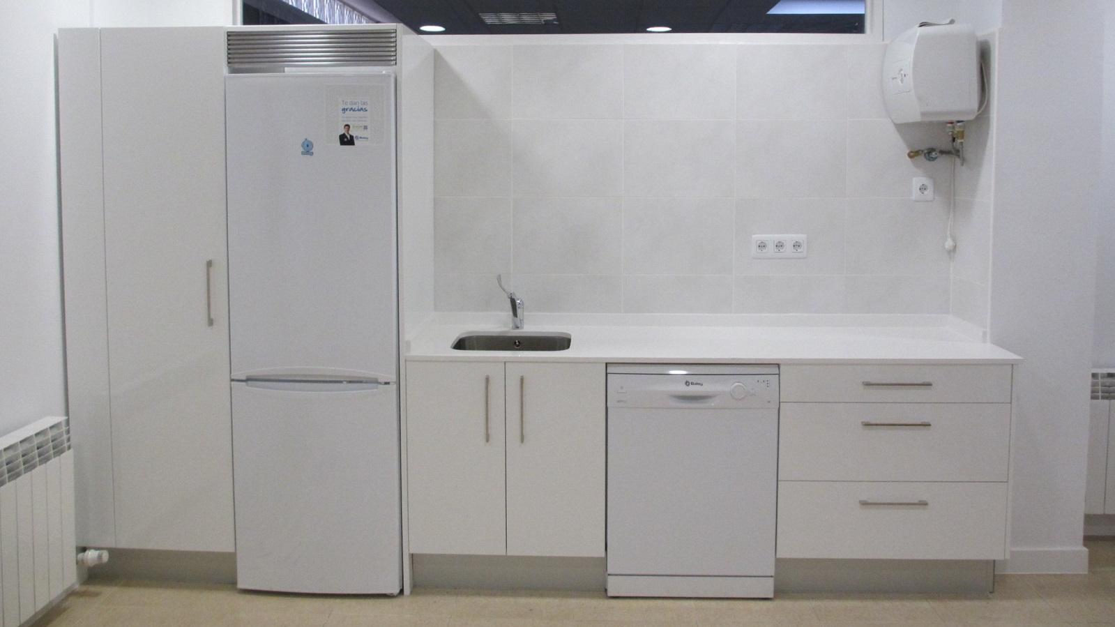 imagen de una cocina de ASVAI, en la que se pueden ver varios electrodomésticos